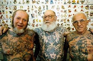 Alte leute mit tattoo